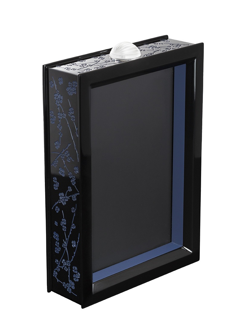 BD-10687500-Lacquered-wood-and-crystal-photo-frame-for-picture-of-10x15cm-Image-©-LALIQUE-SA